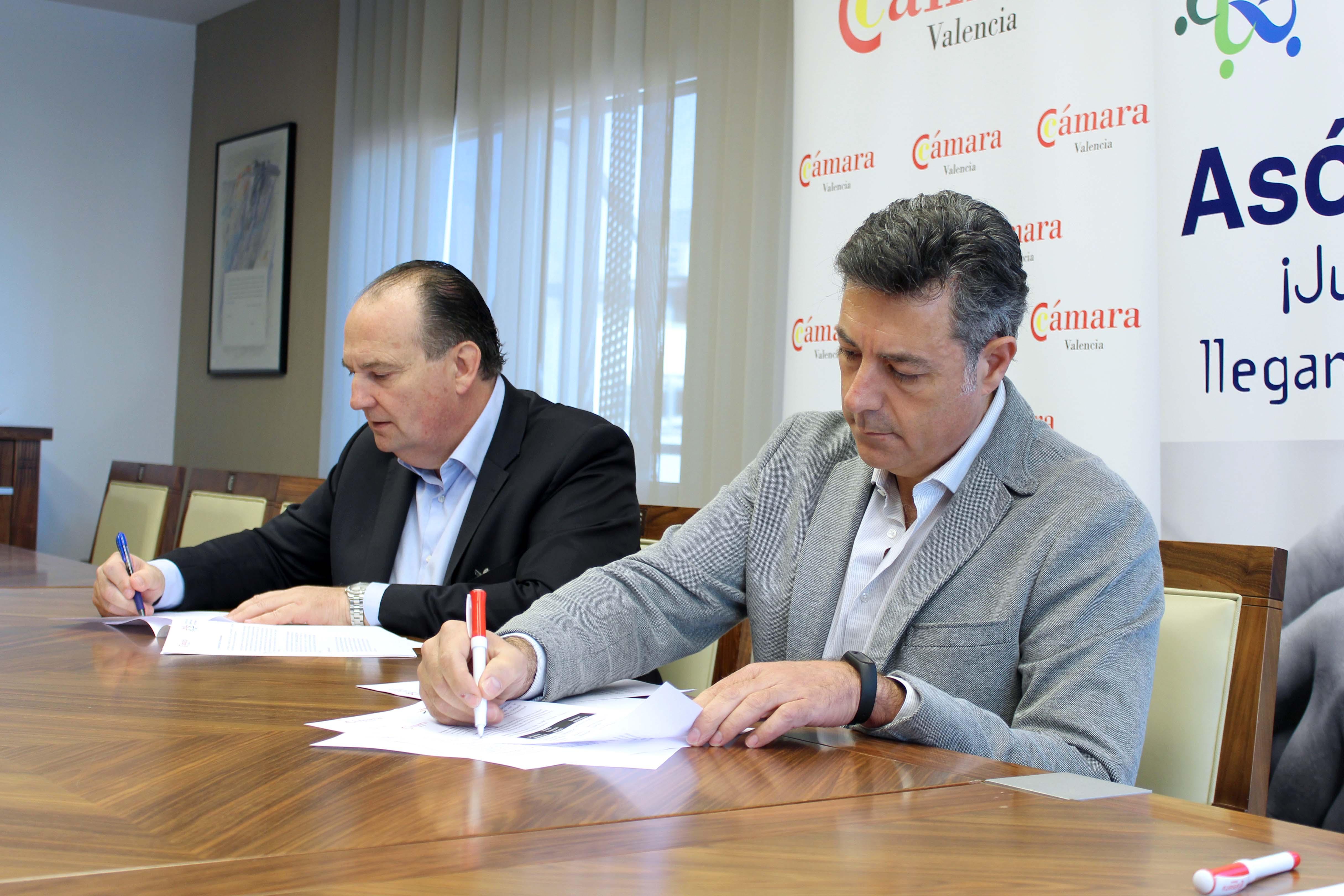 foto 1 firma convenio empresarios torrent s - Firma convenio con Cámara Valencia