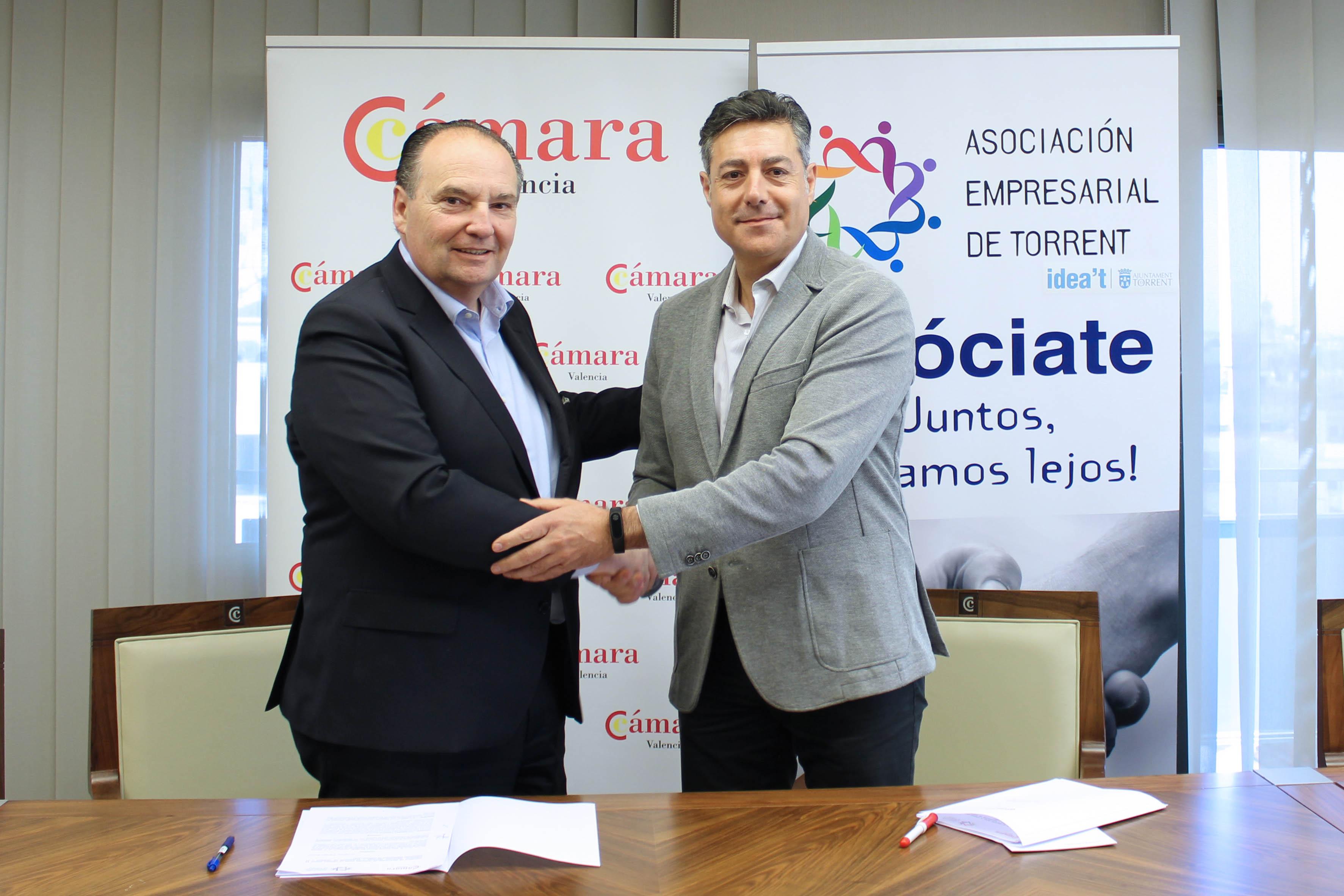 foto 2 firma convenio empresarios torrent s - Firma convenio con Cámara Valencia